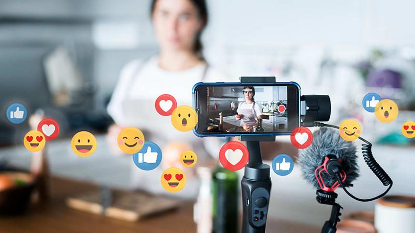 Tips_for_Going_Live_on_Social_Media