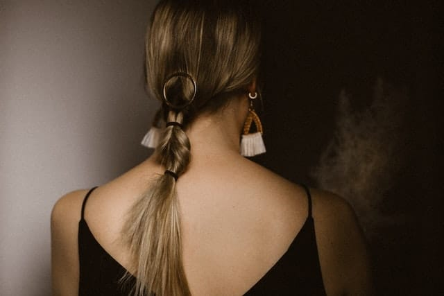 How to Use Fake Ponytail Extensions? A Quick Guide for Beginners