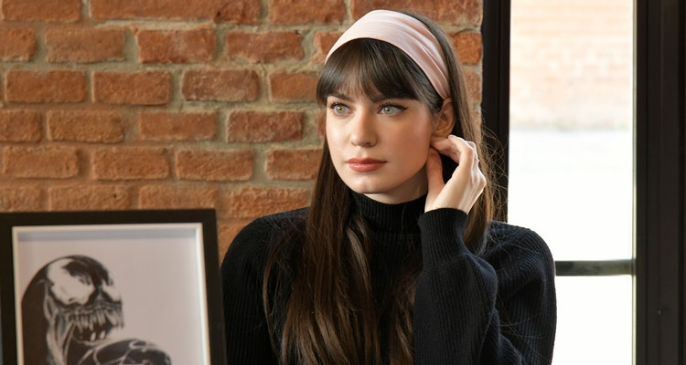 Get inspired from the 90s and Gossip Girl and wear a headband all the time
