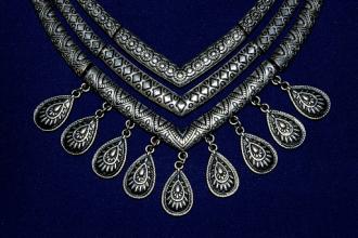 Why Older Women Should Buy Fine Antique Jewellery